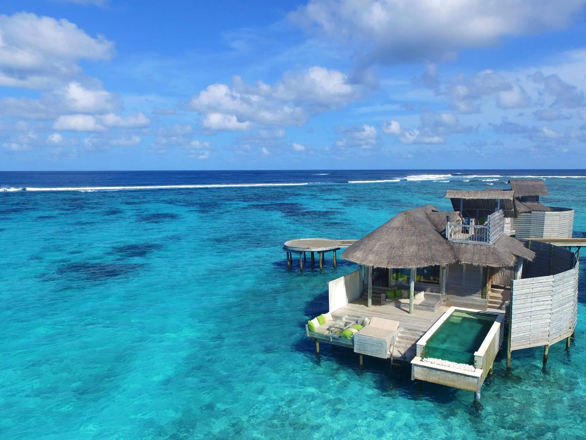 Vista Aérea de Laamu Water Villa with Pool en Six Senses Laamu