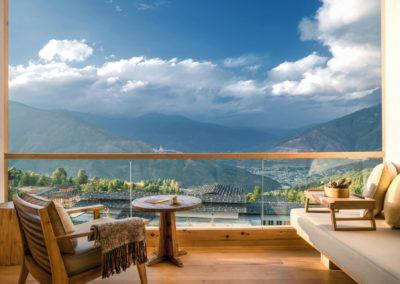 Vistas de Thimpu desde Lodge Suite en Six Senses Bhutan